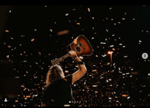 Video: Starts and Ends (Live) – Hillsong United